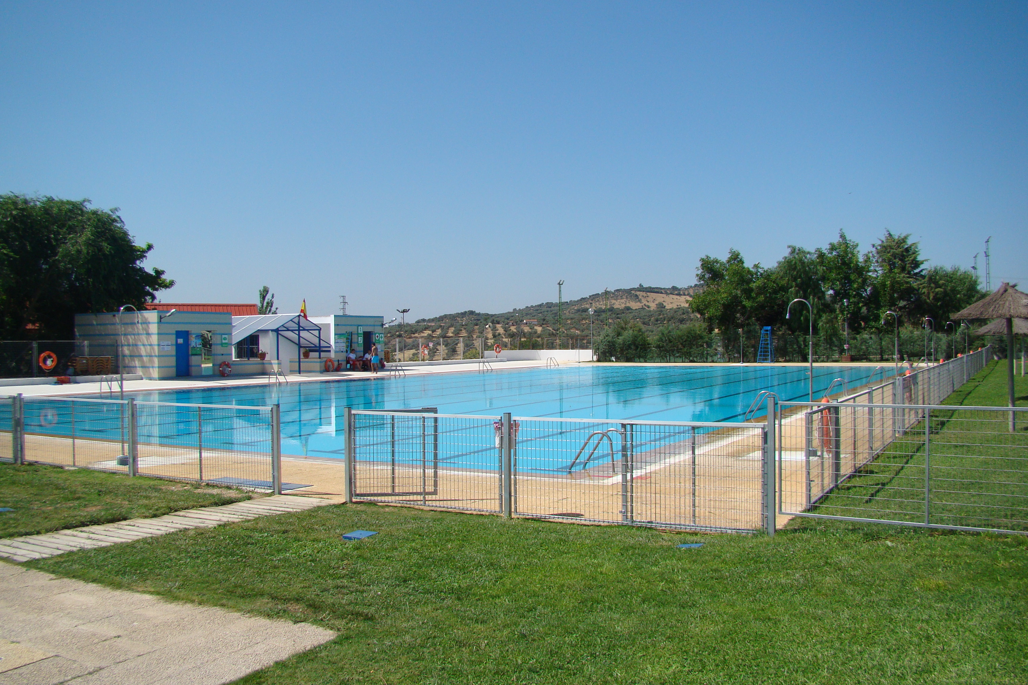 Nueva valla de seguridad en la piscina municipal for Piscina municipal