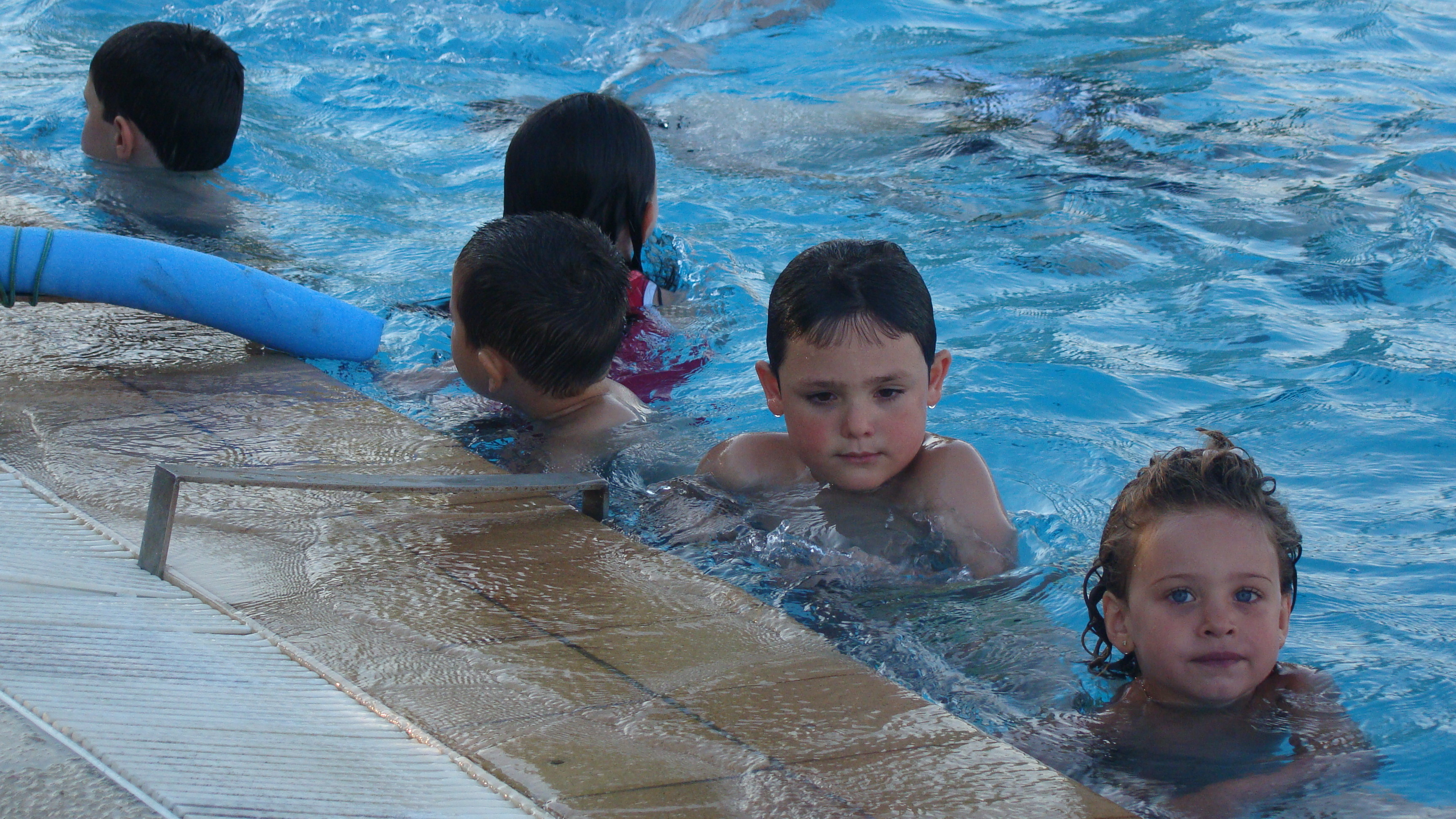 Cursos de nataci n en la piscina municipal for Piscina municipal caceres